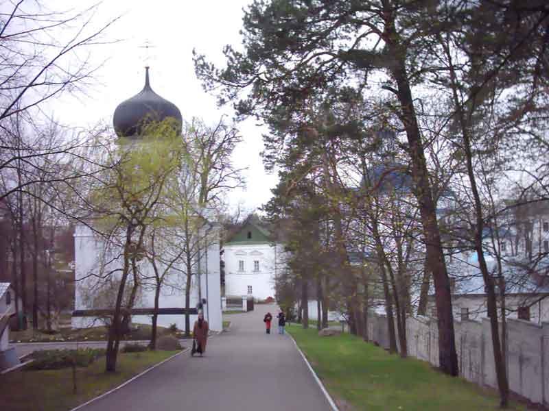 Вид на Явленскую церковь со стороны Кресто воздвиженской церкви  Вид на Явленскую церковь со стороны Кресто воздвиженской церкви Свято Успенский Жировичский монастырь