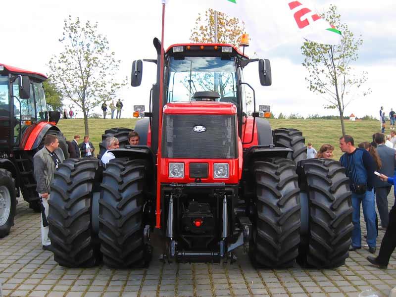 Самый большой трактор фото