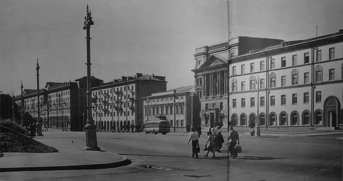 Вид на западную сторону площади