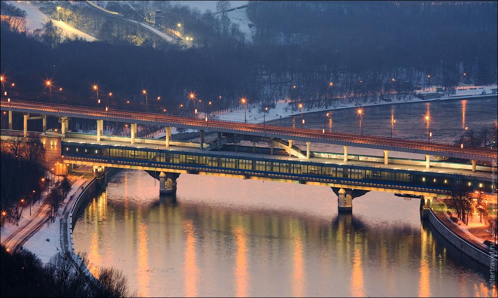 Метромост и станция Воробьевы горы.  фото