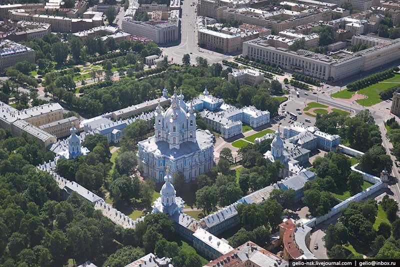 Смольный собор Где находится Показать на карте Скачать фото  Санкт Петербург Смольный собор Фото Картинка