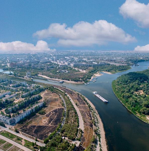 Первые шлюзы расположены в черте Волгограда. Волго-Донской канал