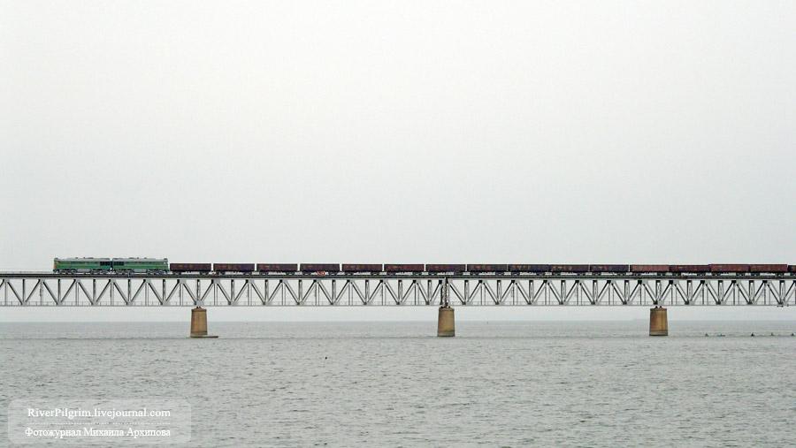 Железнодорожный мост пересекающий Цимлянское водохранилище. Линия Волгоград-Суровикино-Морозовская. Волгоградская область
