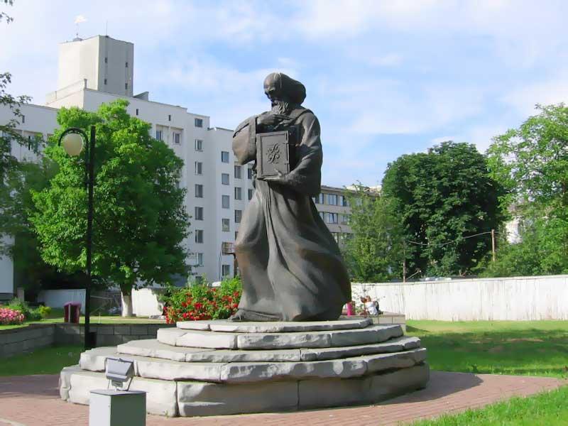 Памятники знаменитых людей в минске памятники из гранита недорого а частном секторе на азовском море