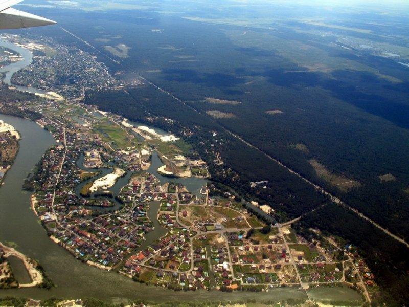 Конча-Заспа расположена в живописной местности на правовом берегу реки Днепра. Путеводитель по Украине.